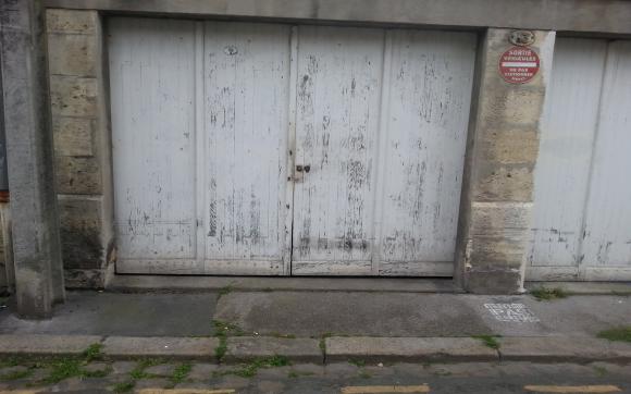 Louez un garage de 15 m rue lasserre bordeaux for Garde meuble bordeaux