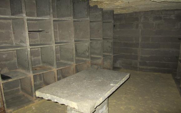 louez une cave de 10 m rue laponneraye tours. Black Bedroom Furniture Sets. Home Design Ideas